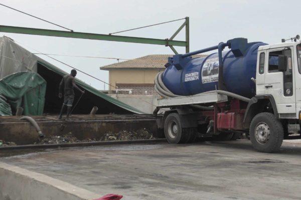Sludge truck delivering sludge to BioKube sludgetreatment plant at Lavender Hill Ghana - 1